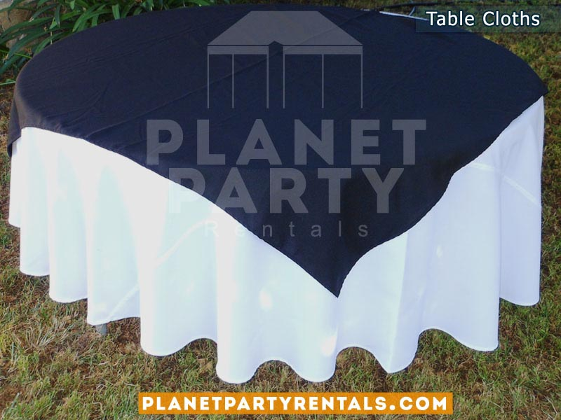 Round Table with White Table Cloth and Black Overlay/Runner
