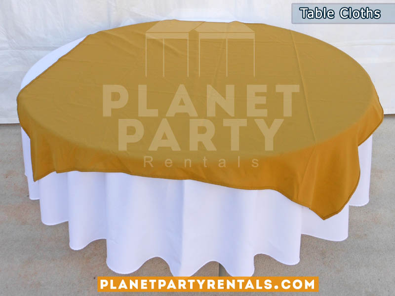 Round Table with White Table Cloth and Gold Overlay/Runner