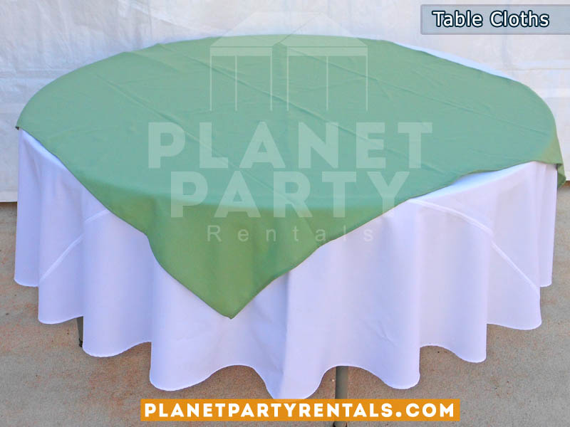 Round Table with White Table Cloth and Turquoise Overlay/Runner